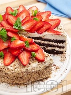 Домашна шоколадова торта с какаови блатове, бял крем от маскарпоне и кондензирано мляко и ягоди - снимка на рецептата